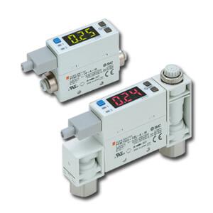 PFM7, Digitální snímač průtoku, pro inertní plyny a stlačený vzduch, 2-barevný displej, s vyhodnocovací jednotkou